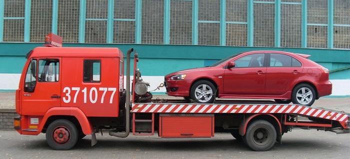 Перевозка автомобиля с помощью эвакуатора