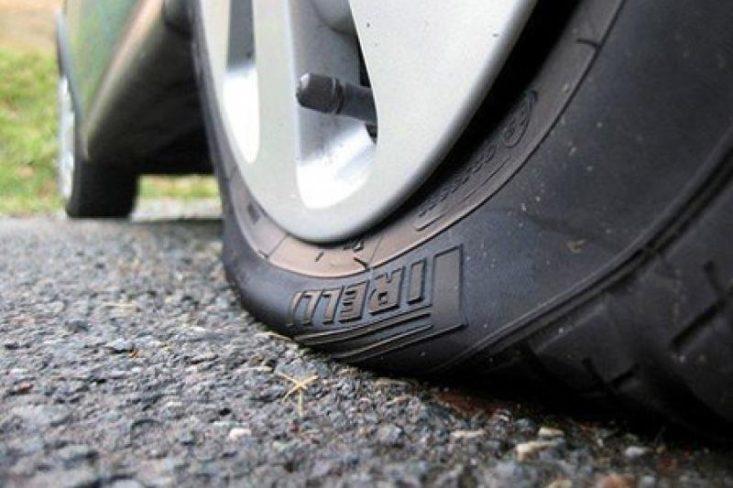 Почему на морозе спускает колесо