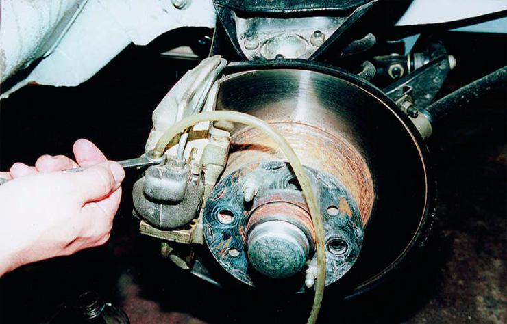 Затягивание штуцера цилиндра