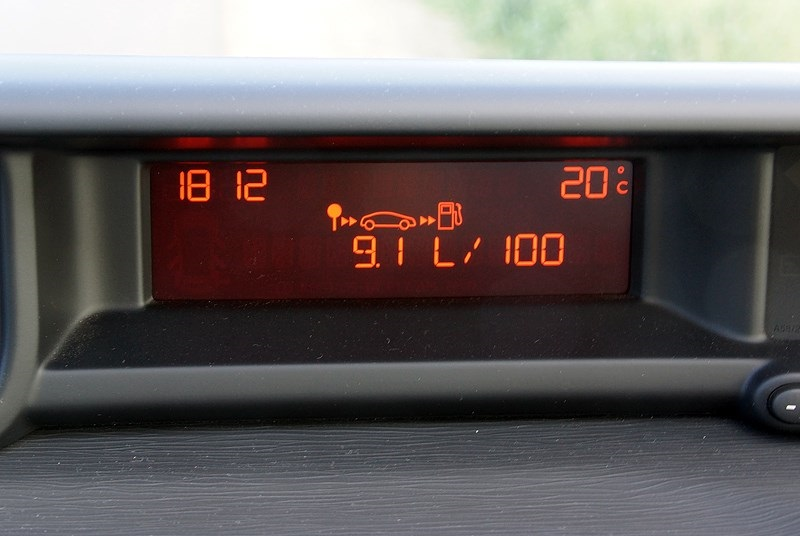Расход топлива на дисплее автомобиля