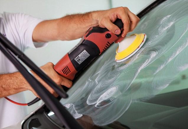 Процесс полировки стекла