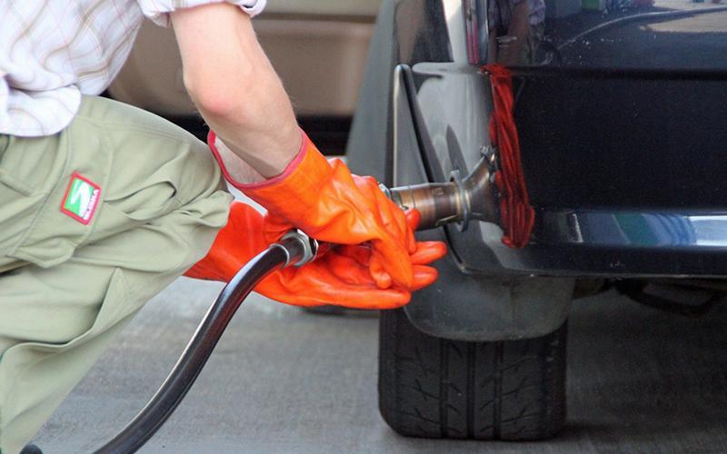 Заправка автомобиля сжиженным газом