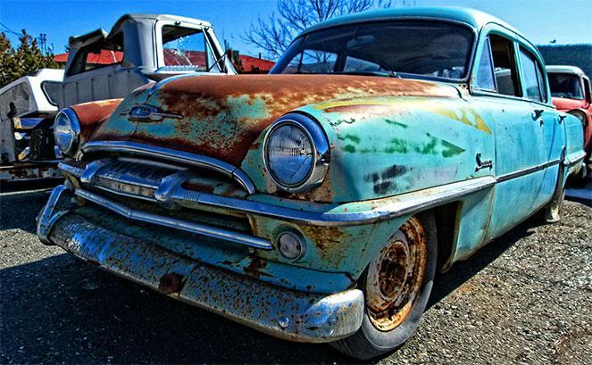 Старенький автомобиль