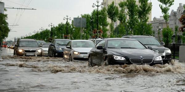 Машины в воде