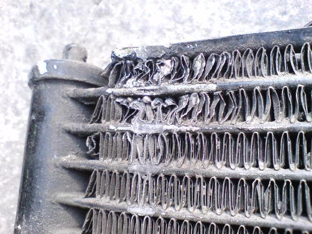Механическое повреждение радиатора