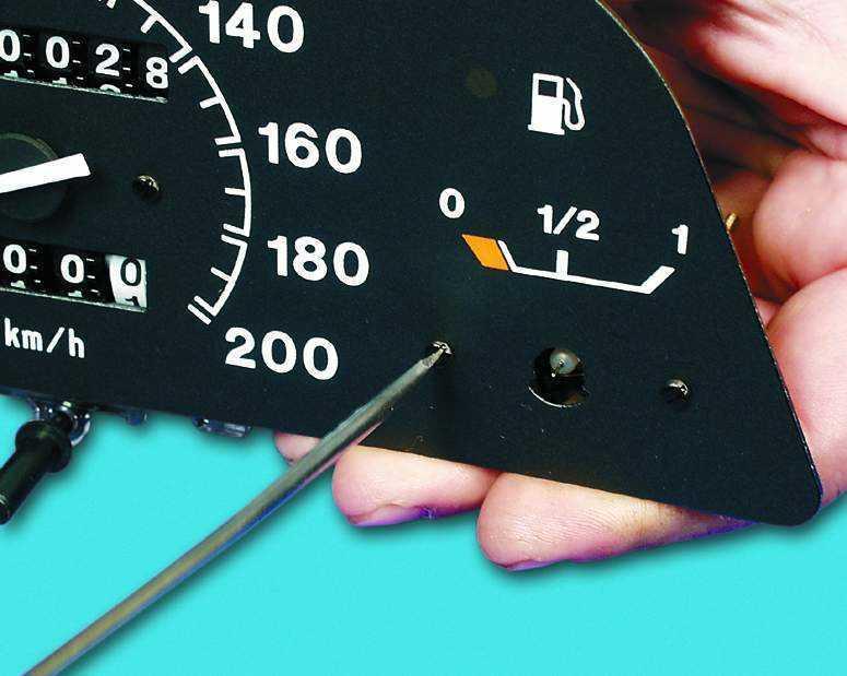 Демонтаж указателя топлива
