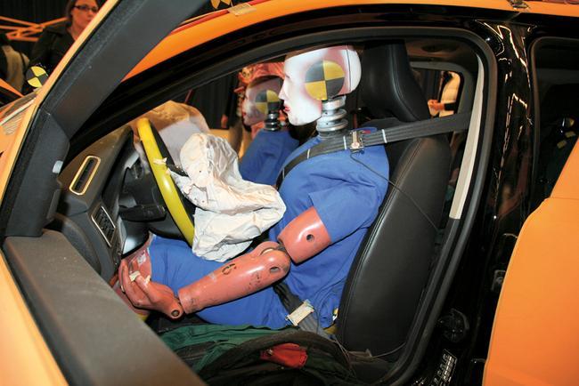 Работа системы безопасности автомобиля