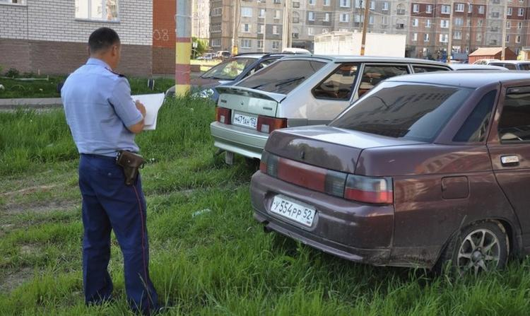 Выписка штрафа за неправильную парковку во дворе