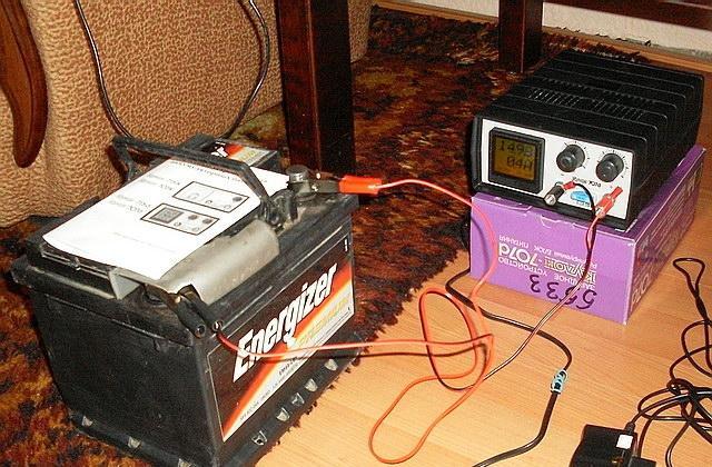Процесс зарядки необслуживаемого аккумулятора