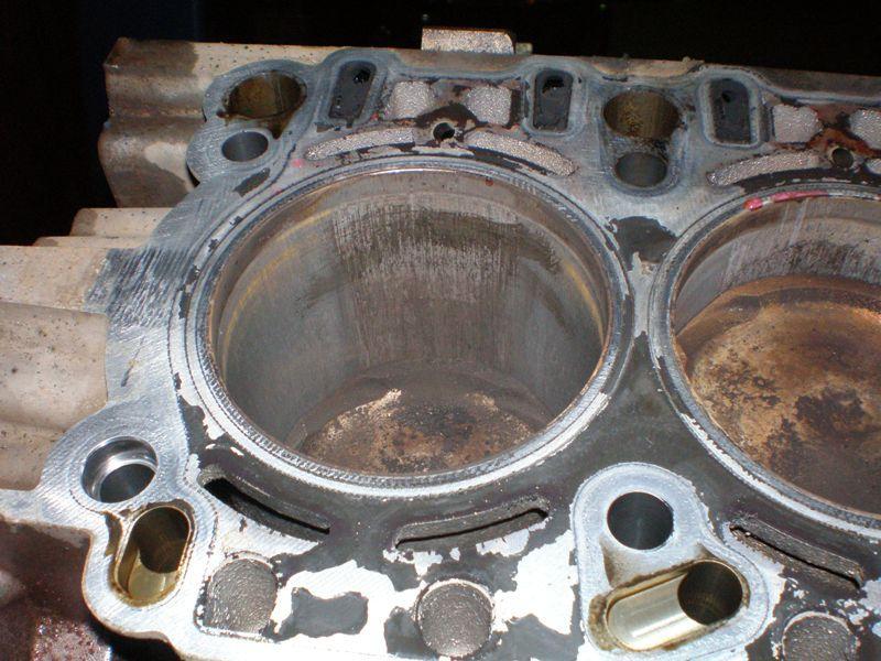 Задиры на цилиндрах двигателя