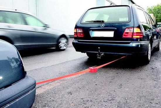 Буксировка автомобиля для запуска мотора