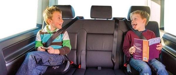 Дети до 12 лет на заднем сидении