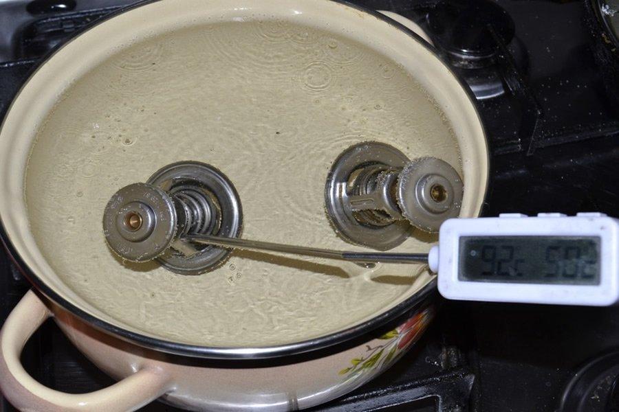 Проверка термостата в кастрюле с кипятком