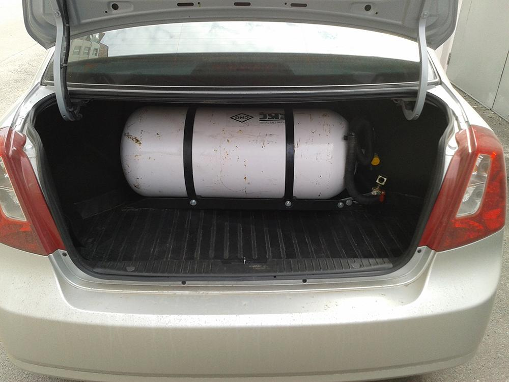 Баллон с метаном в багажнике