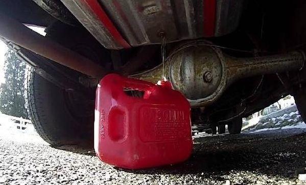 Слив топлива через пробку