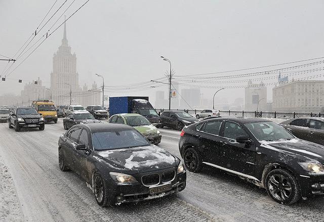Движение по снежной дороге