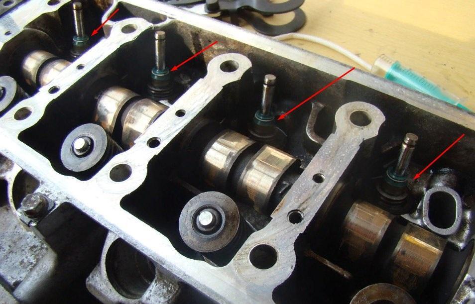 Расположение колпачков на двигателе