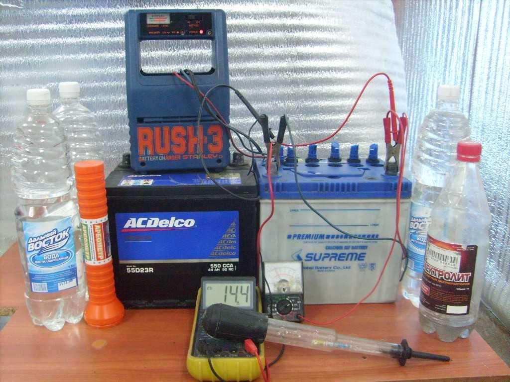 АКБ, мультиметр и жидкости