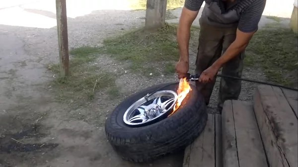 Накачка колеса бензином