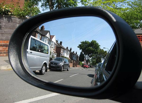 Зеркало в автомобиле