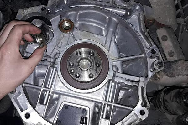 Течь между двигателем
