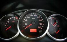 Как работает спидометр на машине